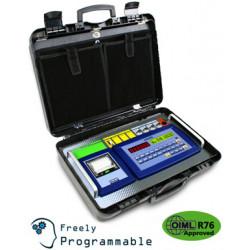 Wäge-Indikator im Transportkoffer, Thermo-Drucker, Firmware AF09. Bedienfeld mit 25 Tasten, LED-Display und graphisches hintergrundbeleuchtetes LCD-Display.