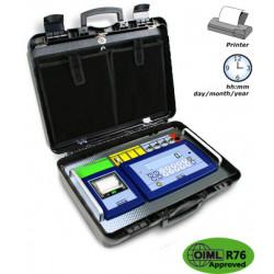 Wäge-Indikator DFWKRP mit Transportkoffer und integriertem Drucker. Ausgestattet mit spezifischem Programm zur Fahrzeug-Wägung, Tastatur mit 17 Bedien-Tasten, hintergrundbeleuchtetes Display und Uhrzeit/Datum.